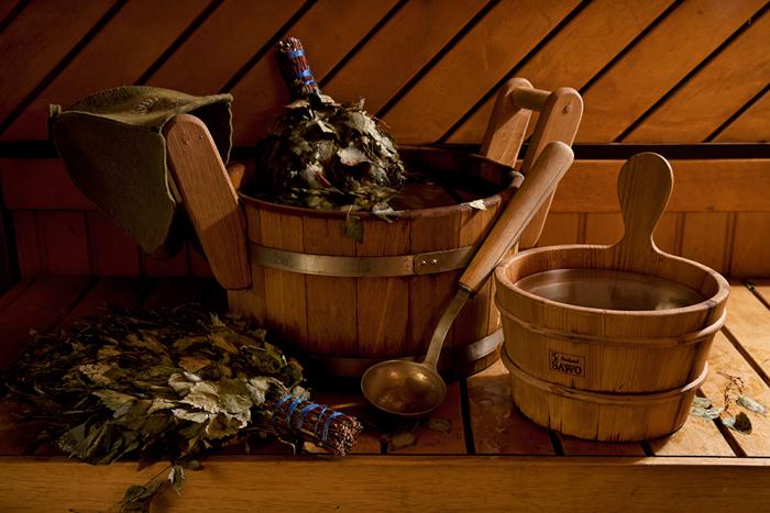 La visita de la auténtica Banya de madera siberiana en casa de troncos con ceremonia de consumo de té con samovar