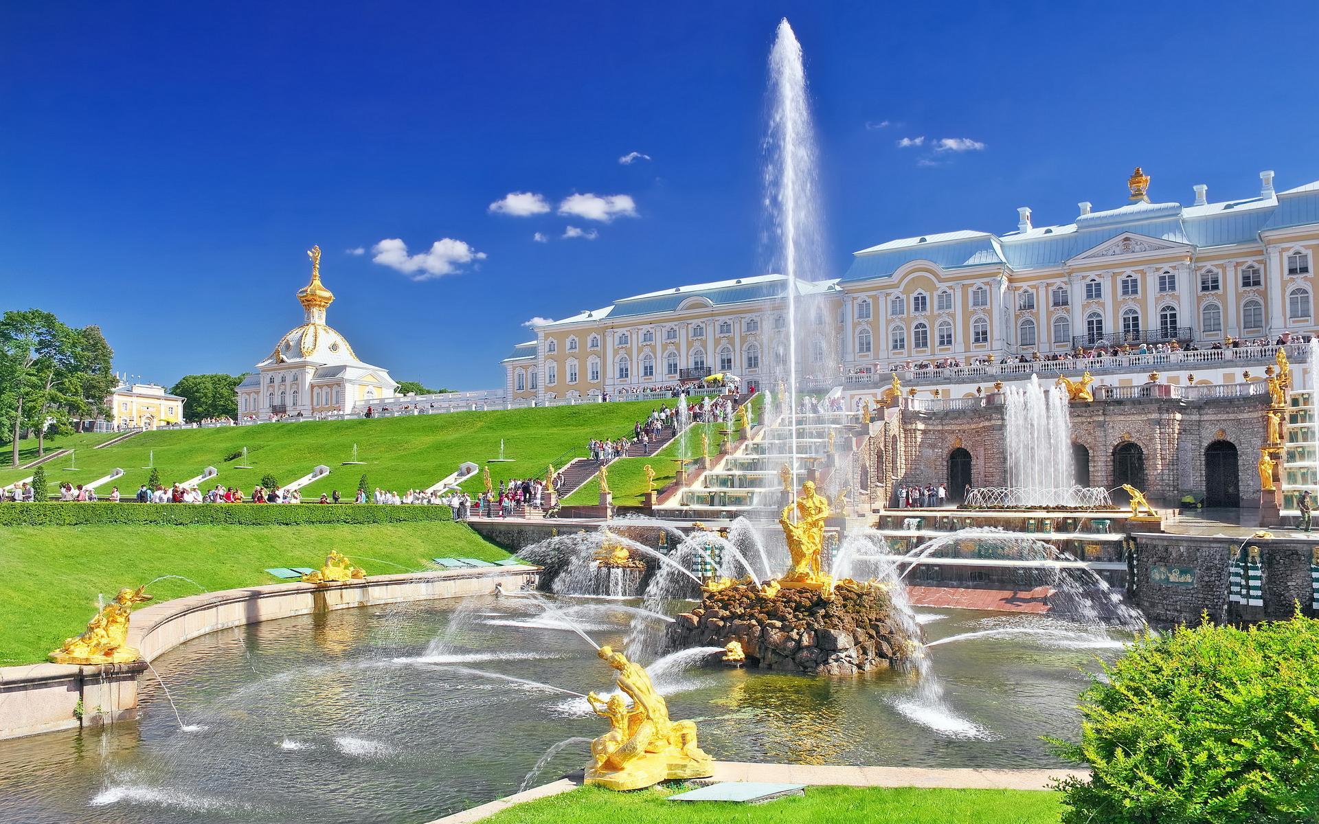 Ausflug nach Peterhof – der Untere Park und Großer Palast (auf dem Transport)