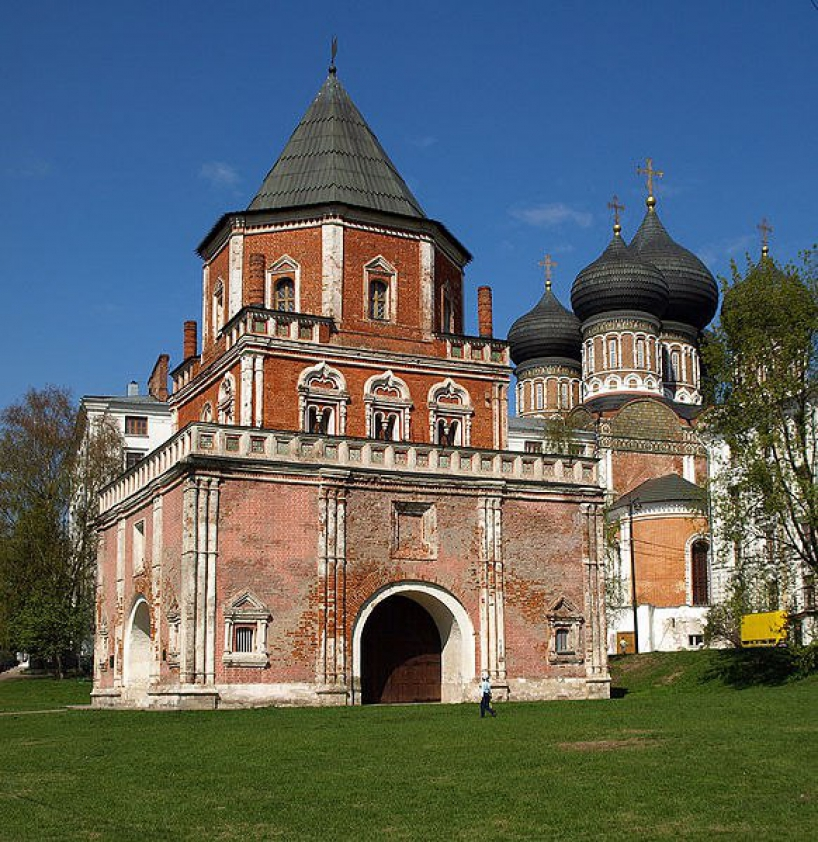 Bridge Tower in the former royal residence Izmailovo - photo of russia