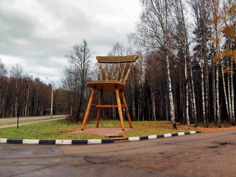 "Monument ""giant chair"" in Dubna - photo of russia"
