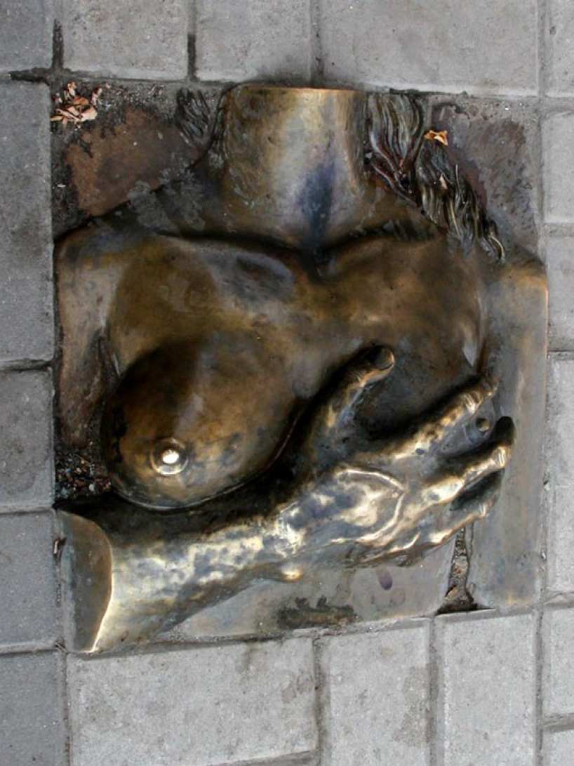 Monument to the female breast in Rostov-on-Don - photo of russia