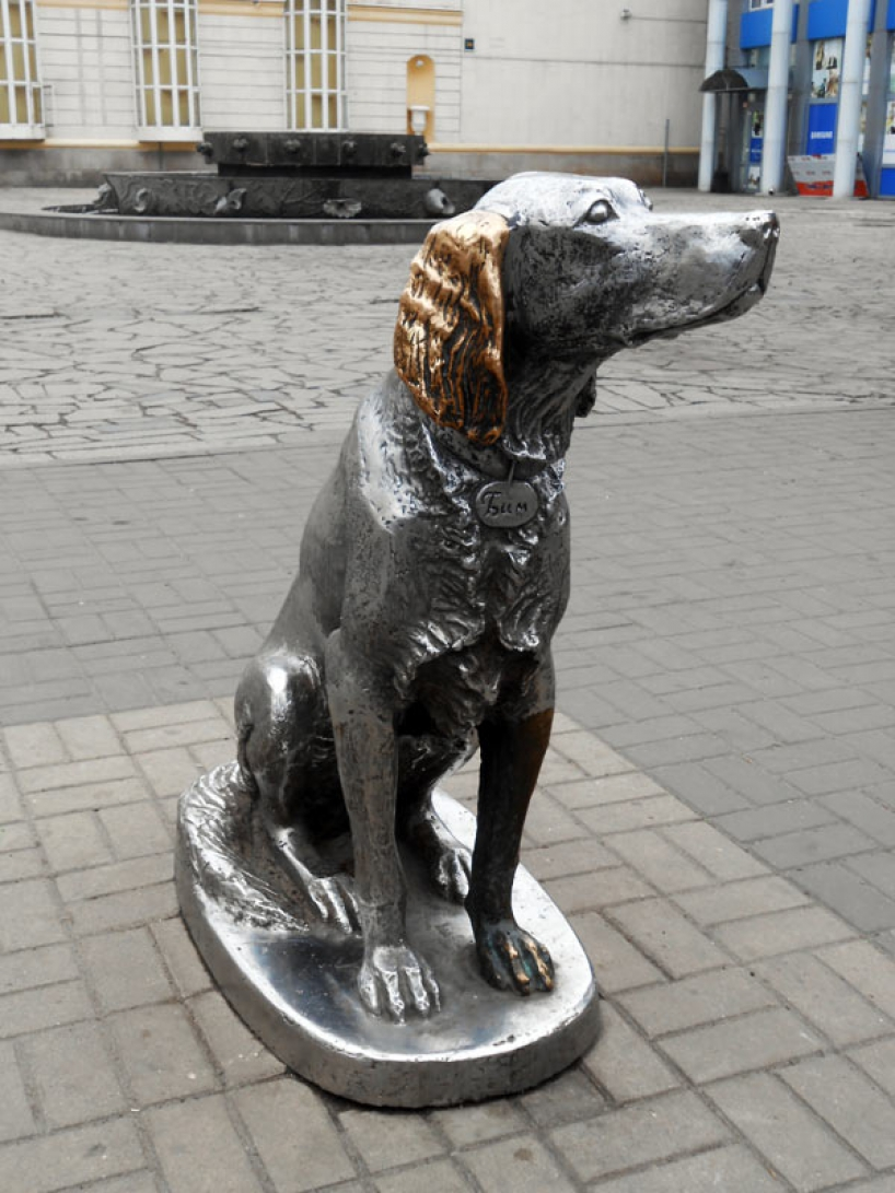 Monument White Bim Black Ear in Voronezh - photo of russia