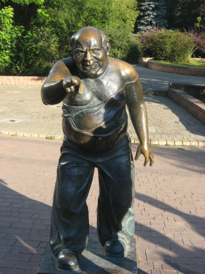 Monument Yevgeny Leonov in the form of assistant professor at the Mosfilm Street - photo of russia
