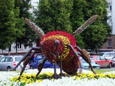 Monument Burzyan bee in Ufa - photo of russia